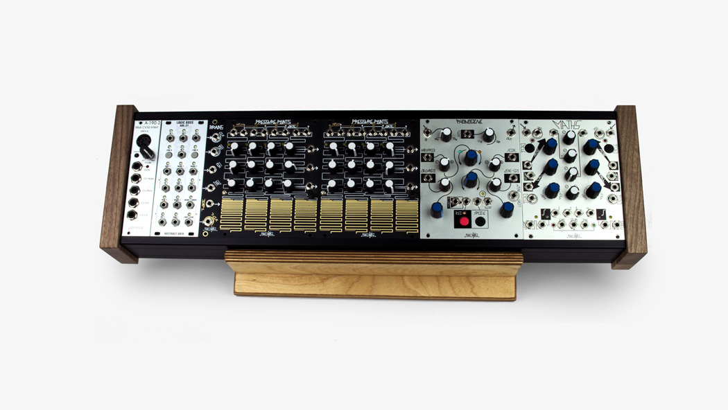 Table stand for modular synthesizer